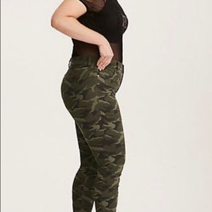 d7b992f5e90 torrid Pants - Nwt Torrid size 18 skinny pant camo print